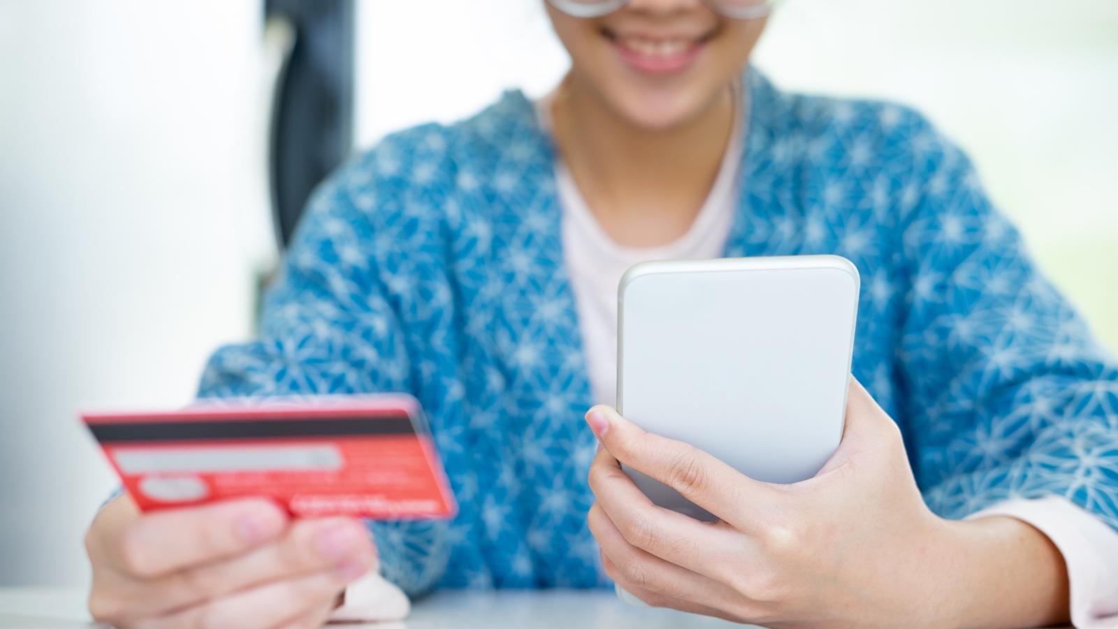 Credit Card Phone pics (1)